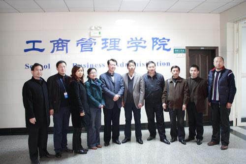 中南财经政法大学工商管理学院领导与武汉众孚管理顾问公司代表合影